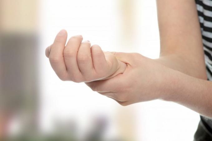 Nốt ruồi ở cổ tay phải thường là người đa tài đa nghệ, thông minh lanh lợi