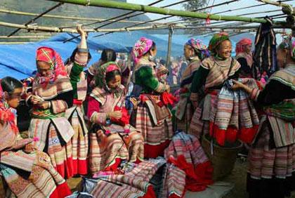 Tục lệ cưới hỏi độc đáo của người dân tộc H'Mông vùng cao Tây Bắc