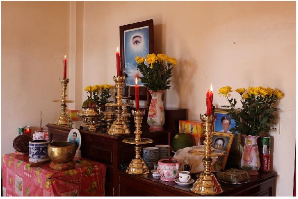 Bàn thờ bà cô ông mãnh được xem trọng trong mỗi gia đình Việt