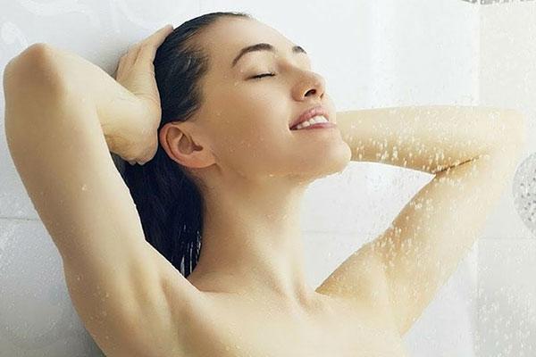 Giăc mơ thấy mình tắm với nước ấm báo hiệu sự may mắn cho bạn