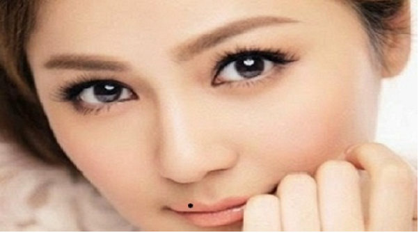 xem bói vị trí nốt ruồi trên mặt phụ nữ ở môi trên