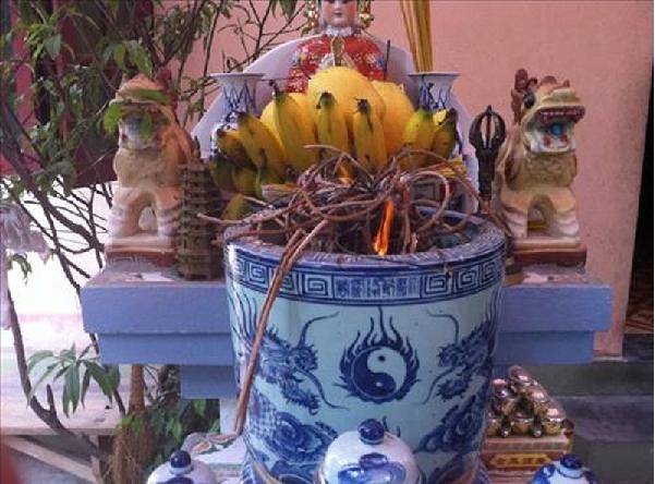 Lưu ý trong chọn bát hương bàn thờ Thổ Công
