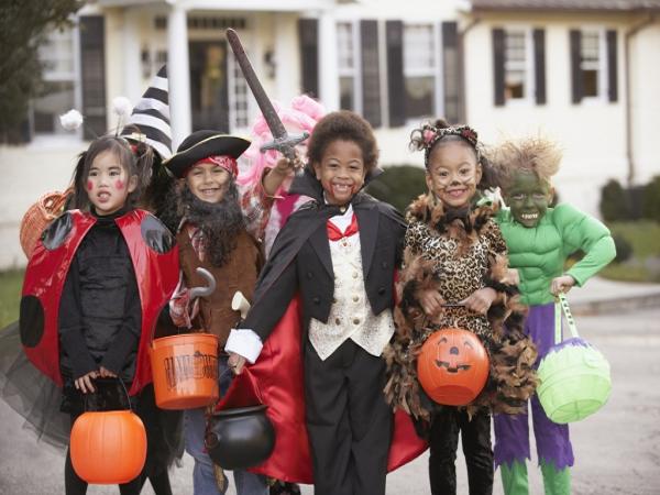 Lễ hội hóa trang trong ngày hội halloween