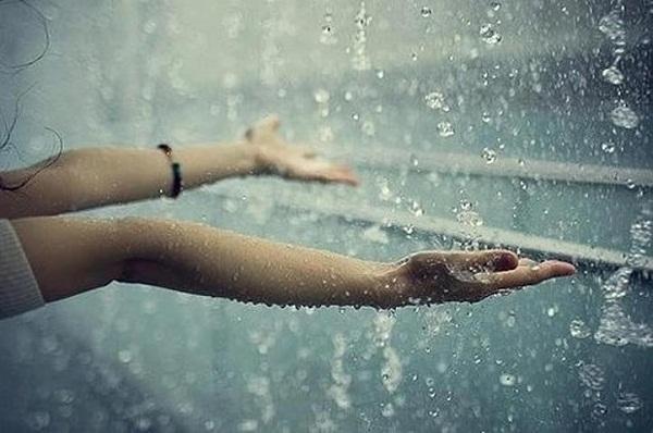 Mơ thấy mưa bão là điềm báo gì?
