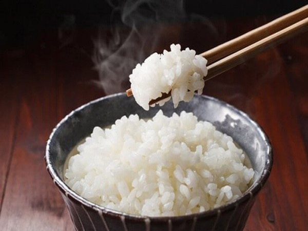 Ngủ mơ thấy ăn cơm dự báo trước điềm gì?